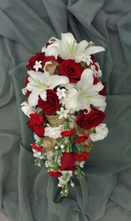 Gorgeous Roses Are Red Lilies Are White Picture679